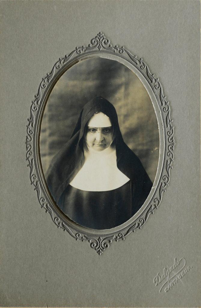 Orginalfoto von Madre Bernarda von ca. 1895. Einziges Fotos der Heiligen von dem sich alle Portraits ableiten. Der ernste Blick ergibt sich aus dem langen Stillsitzen vor der Kamera und zeigt sie sehr ernst, was sie eigentlich nicht war. | zVg