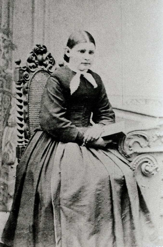 Originalfoto der Maria Bernarda als Jugendliche (wahrscheinlich die Firmung 1865). Ein erstaunlich frühes Foto | zVg