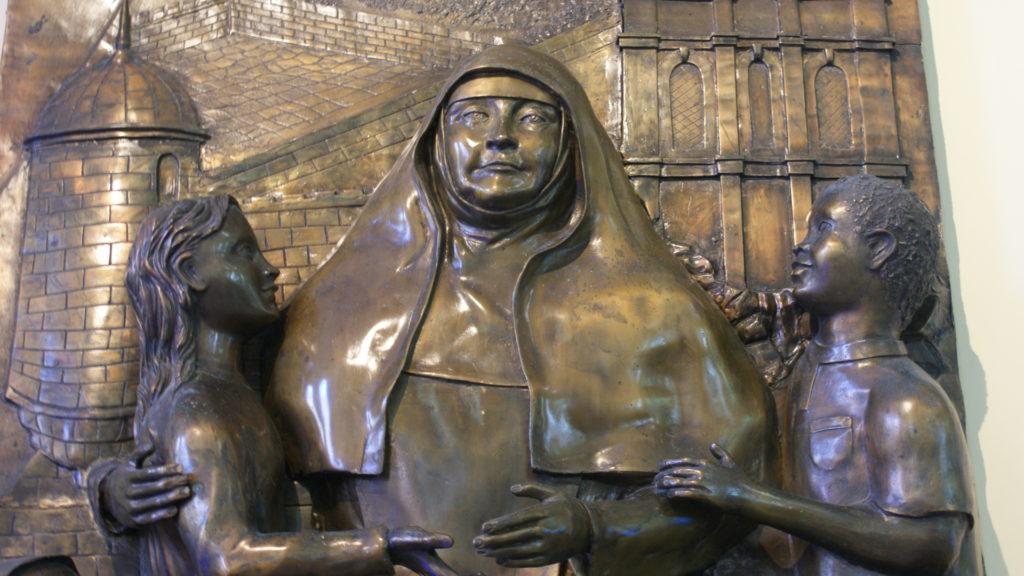 Bronzebild in der Kirche mit der Grabstätte von Madre Bernarda im Collegio Biffi in Cartagena / Kolumbien | zVg
