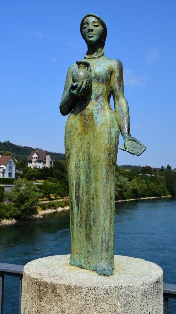 Die heilige Verena auf der Rheinbrücke. Sie markiert die Grenze Schweiz-Deutschland