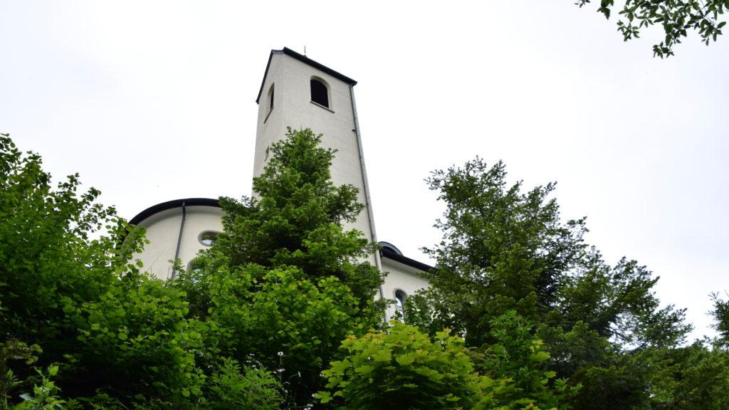 die Kirche auf der Iddaburg kommt in Sicht