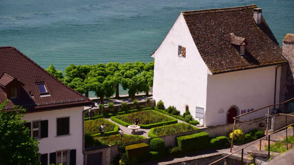 Haus der Musik mit Rosengarten