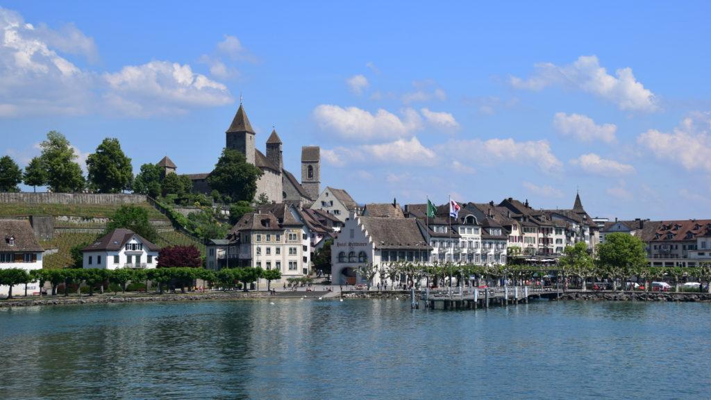 Mit dem Schiff zur Insel Ufenau - Blick zurück auf Rapperswil