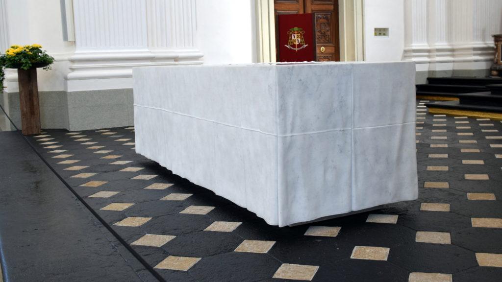 Altar mit dem marmorenen «Tischtuch»
