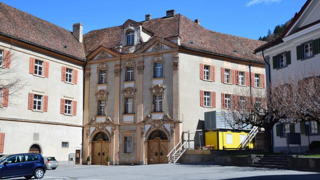 Hof - hier ist der Bischof von Chur zu Hause, hier arbeitet die Verwaltung des Bistums